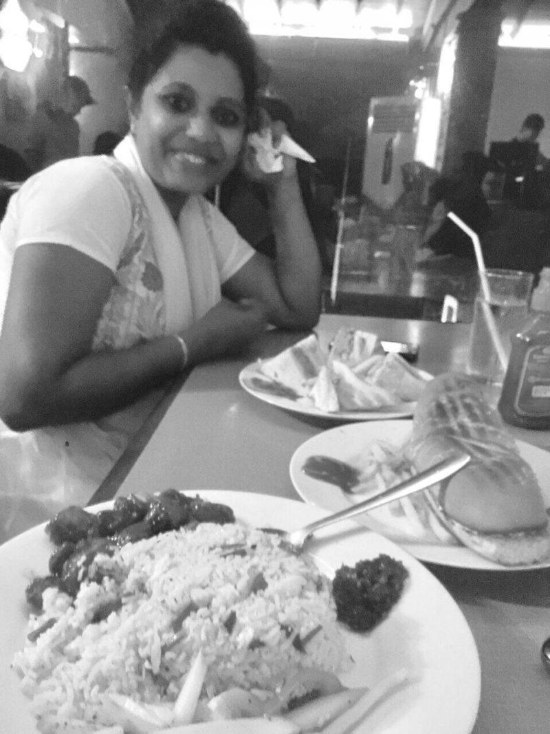 dinner in Wellawatte Dinemore - Few clicks while Traveling to Colombo from Kalutara - Niranjala and Sanmugathasan Prasanthan - Sri Lanka web Developing
